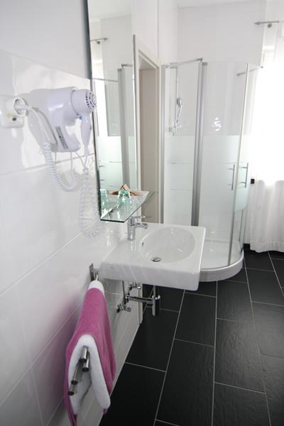hotel heddernheimer hof frankfurt am main. Black Bedroom Furniture Sets. Home Design Ideas